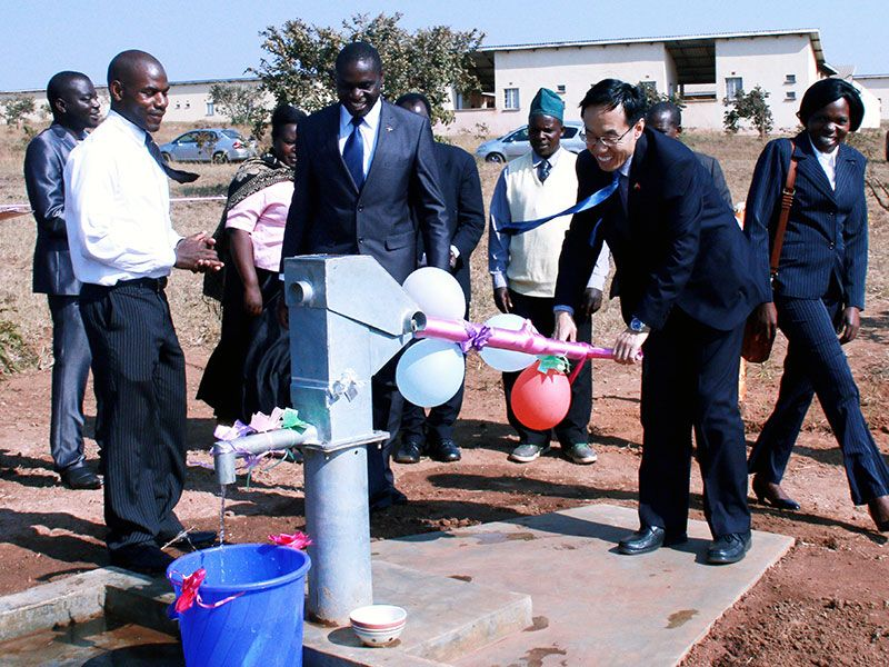 pumping-water-youthcenter-malawi